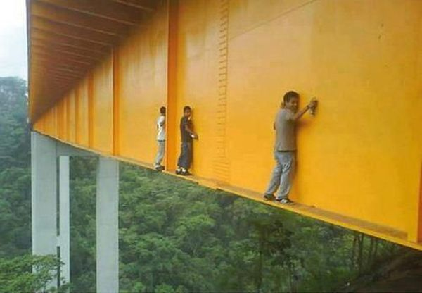 Extreme Graffiti Artists Risk Their Lives on Bridge ...