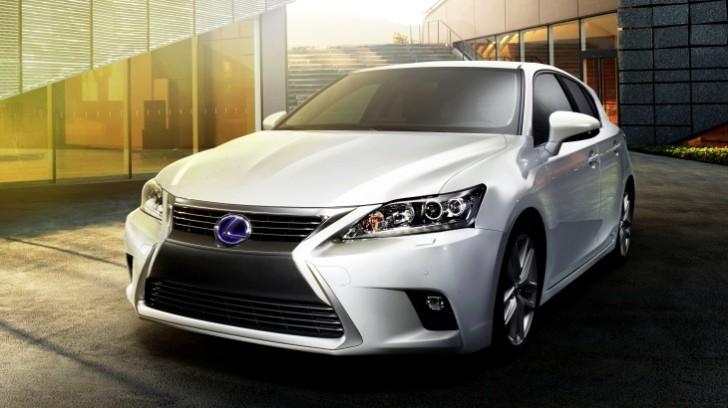 Facelifted Lexus CT 200h, First Official Photos Released