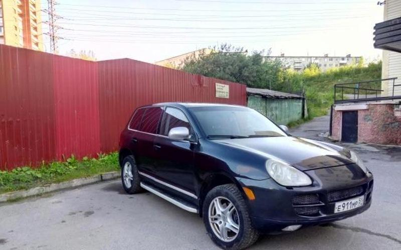 Fake Porsche Cayenne Is a Volkswagen Touareg with an Aspiring ...
