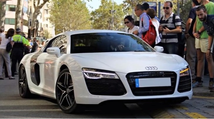 FC Barcelona Winger Alexis Sanchez's New Audi R8 [Video]