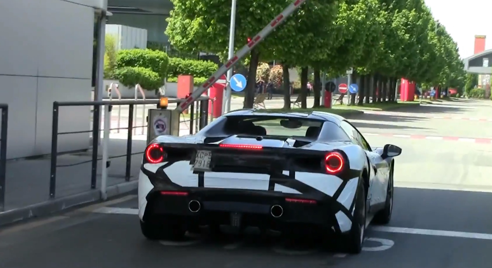 Ferrari 488 Spider 488 Gts Spied For The Fist Time Twin Turbo V8 Sounds Amazing Autoevolution