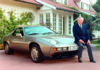 Ferry Porsche at his 70th birthday with a Porsche 928 (1979)