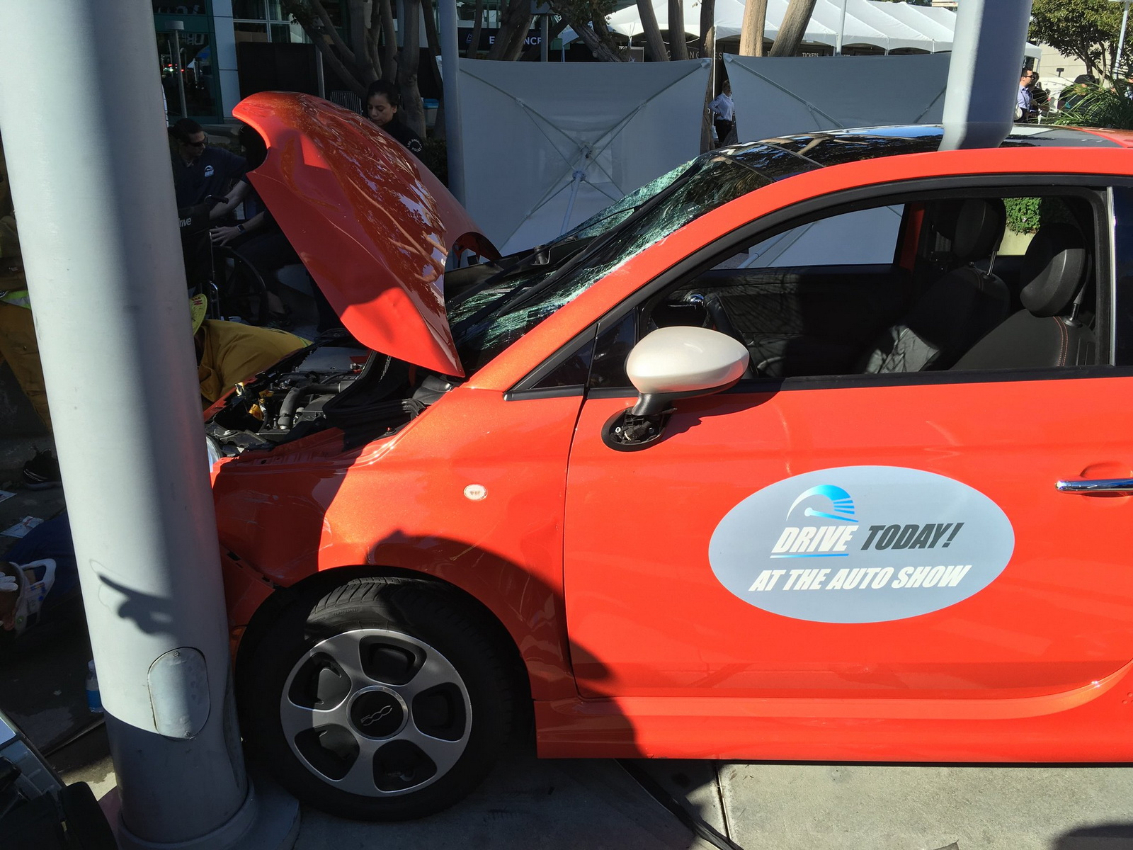 Fiat E Crashes Into Honda Stand At LA Auto Show Several Injured - Car show wheel stands