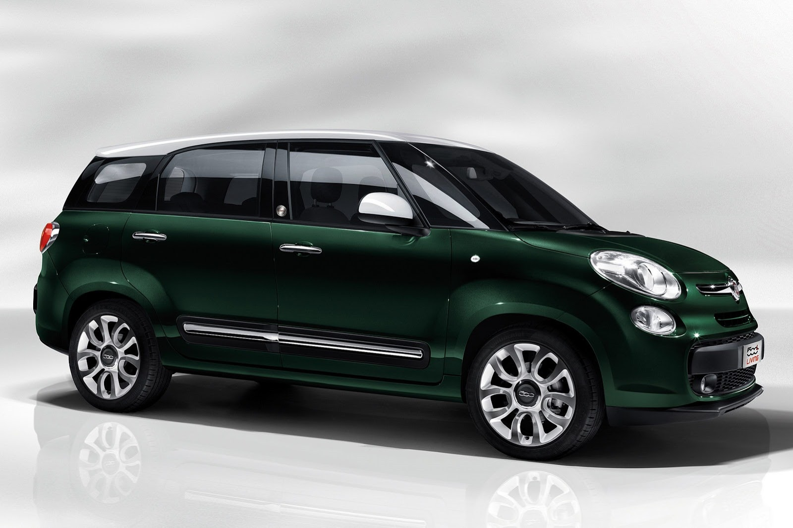 fiat 500xl actually called 500l living won 39 t come to america autoevolution. Black Bedroom Furniture Sets. Home Design Ideas