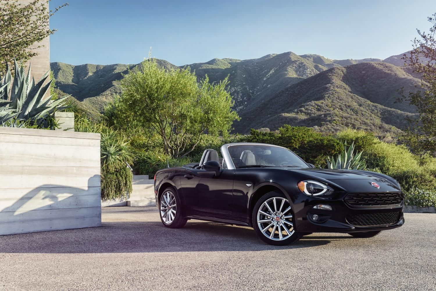 2017 fiat 124 spider us pricing announced it 39 s the most affordable of its kind autoevolution. Black Bedroom Furniture Sets. Home Design Ideas
