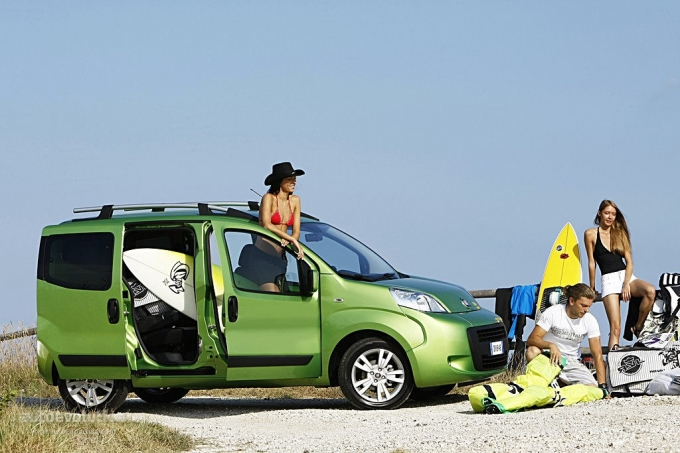 fiat qubo starts trekking autoevolution. Black Bedroom Furniture Sets. Home Design Ideas
