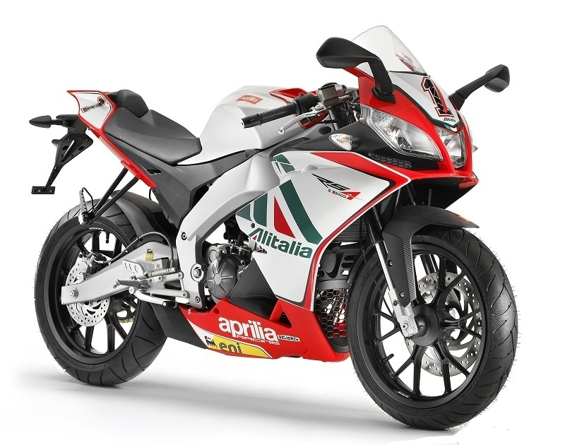 first 200 aprilia rs4 125 units come with free. Black Bedroom Furniture Sets. Home Design Ideas