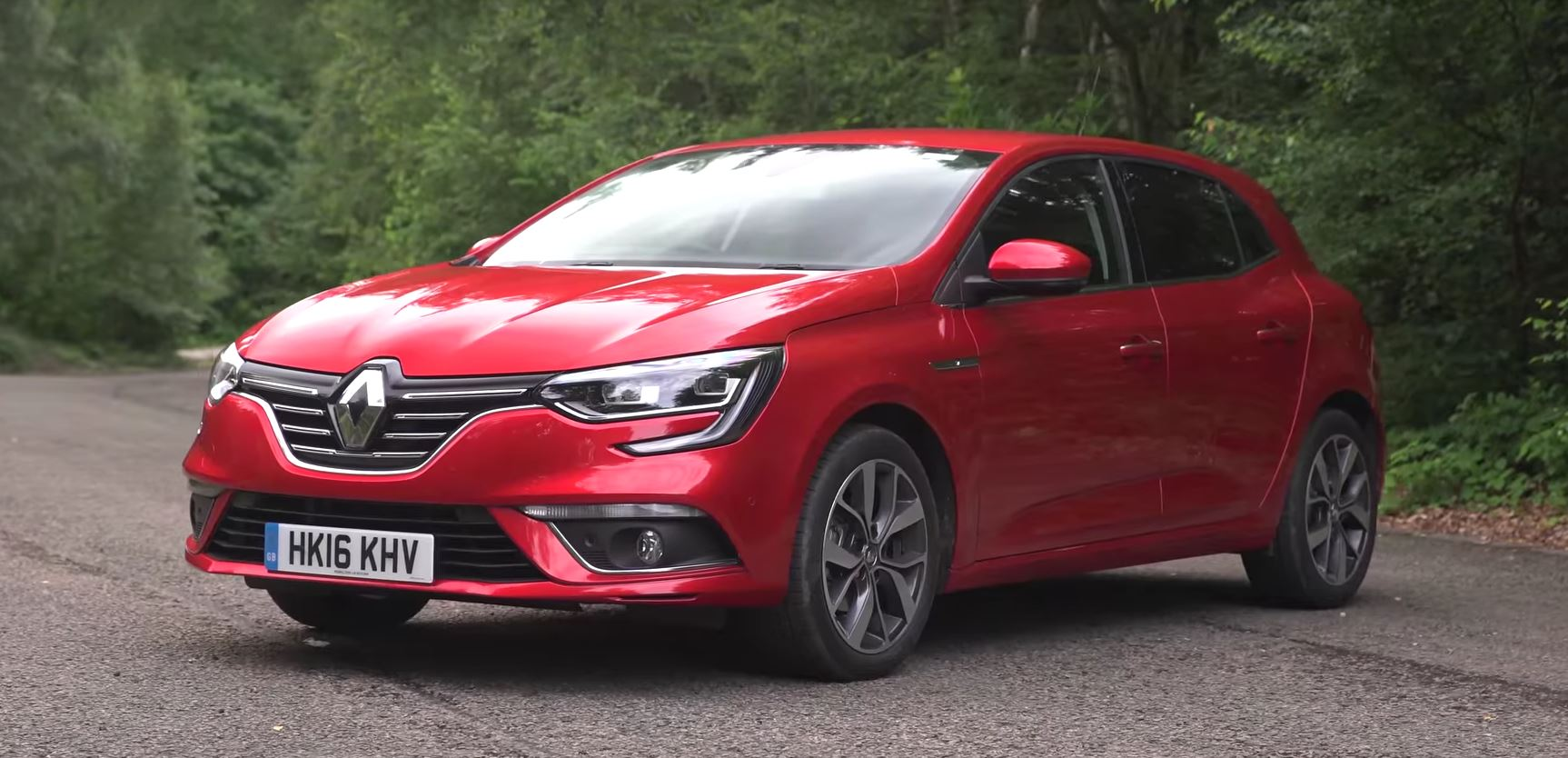 first 2016 renault megane uk review compares it to megan fox autoevolution. Black Bedroom Furniture Sets. Home Design Ideas