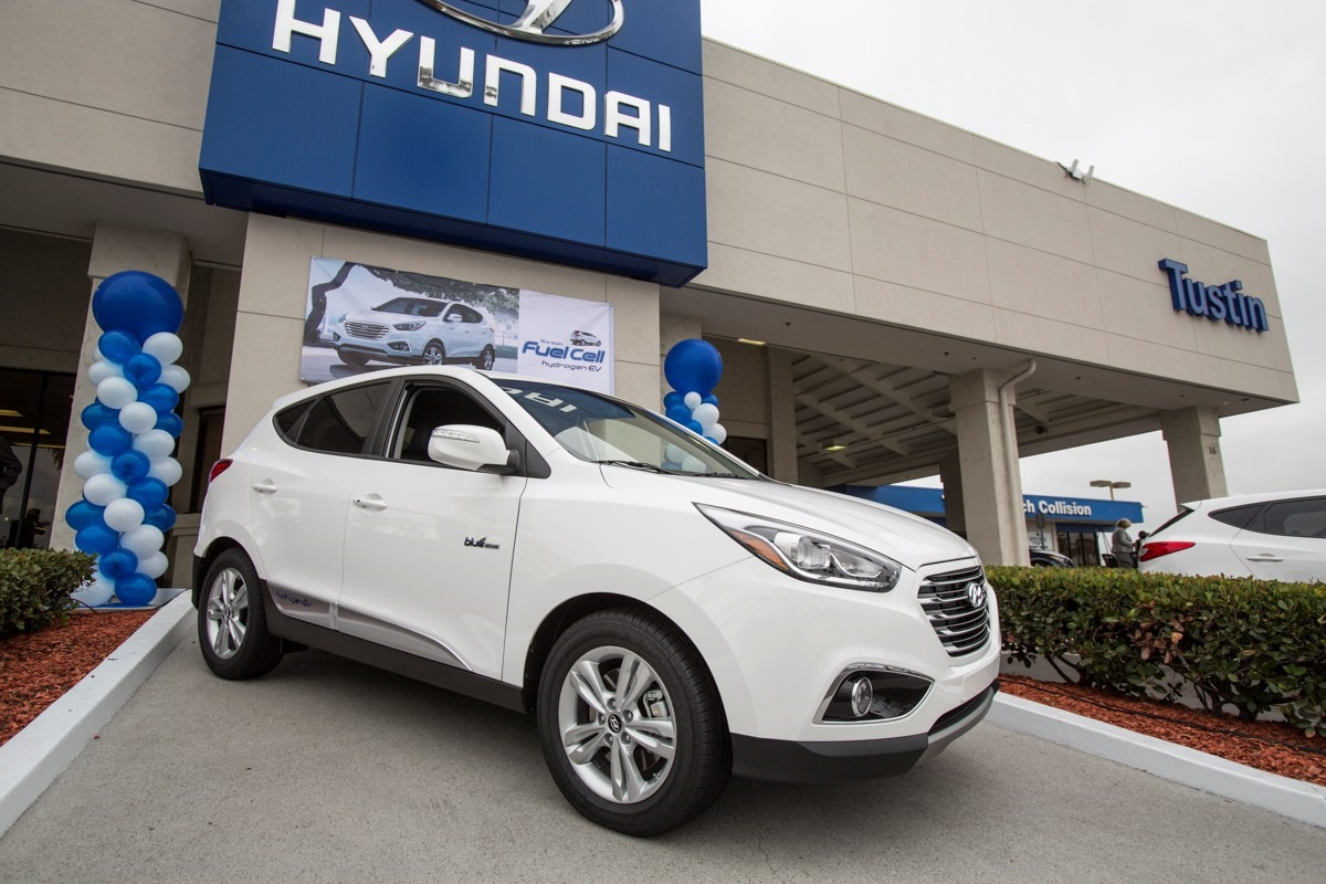 First hyundai tucson fuel cell delivered to us customer for Hyundai motors customer service