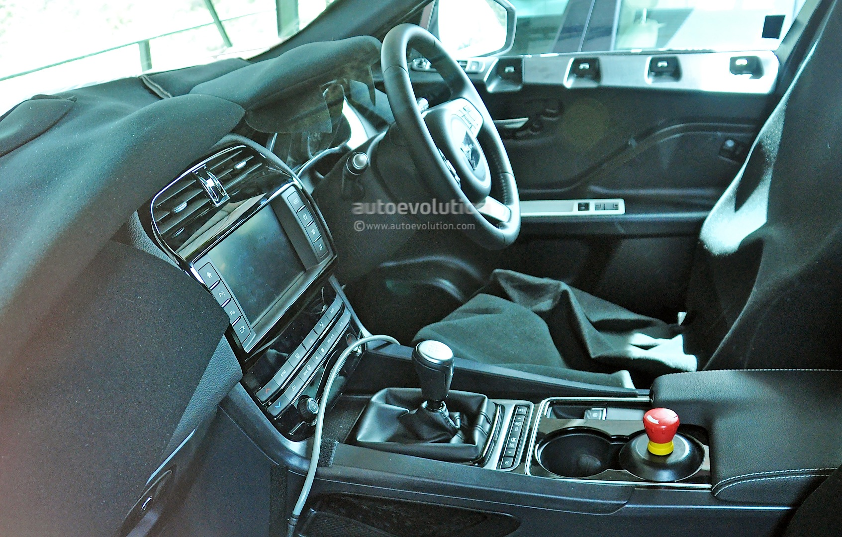first jaguar f pace interior spy photos show manual gearbox xf dashboard autoevolution. Black Bedroom Furniture Sets. Home Design Ideas