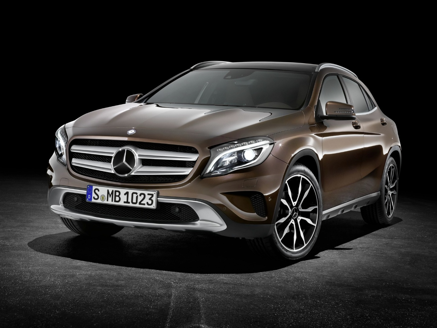 first mercedes benz gla x156 rolls off the production. Black Bedroom Furniture Sets. Home Design Ideas