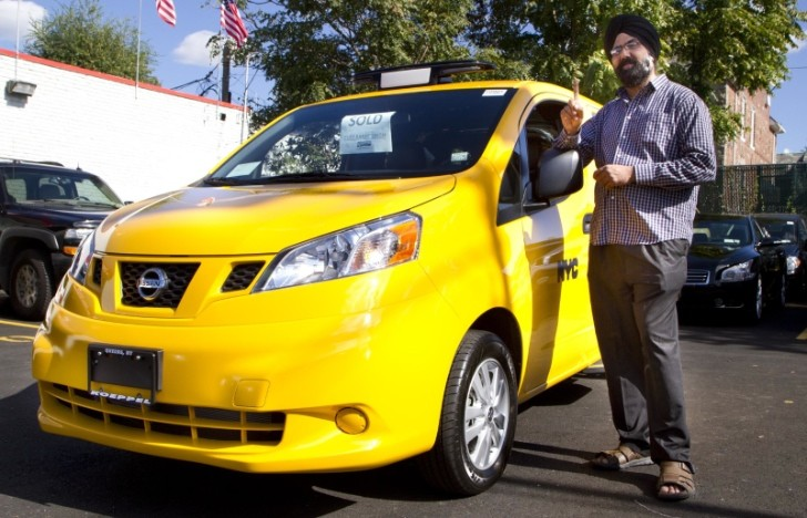 First Nissan NV200 Taxi Hits the Streets of New York [Video]