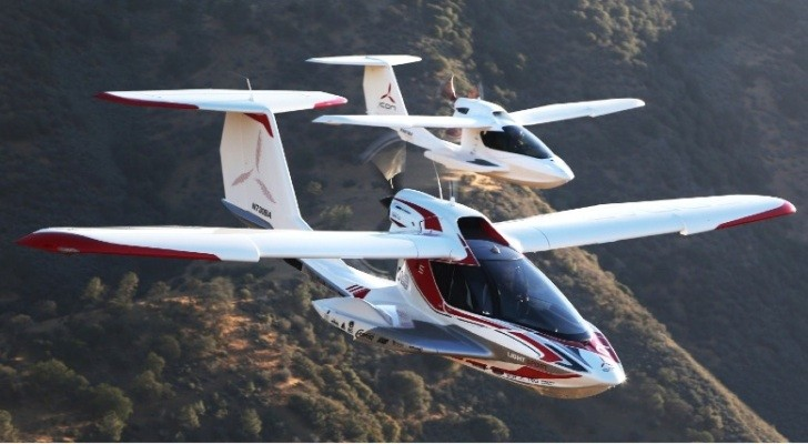 first production icon a5 amphibious plane unveiled autoevolution. Black Bedroom Furniture Sets. Home Design Ideas