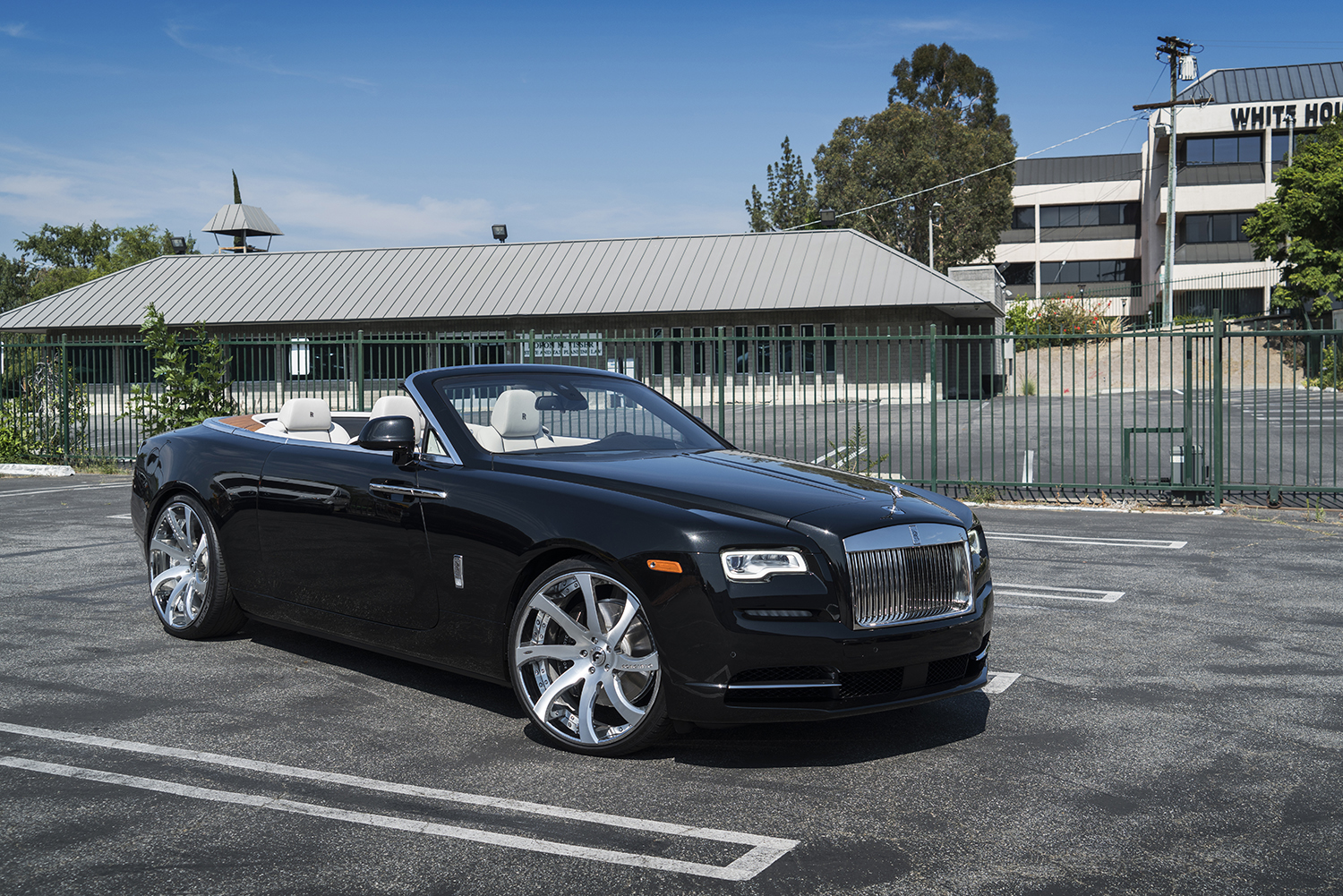 First Rolls-Royce Dawn Gets Forgiato Wheels - autoevolution