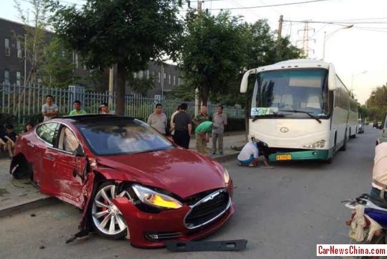 first tesla model s crash in china is painful to watch   autoevolution