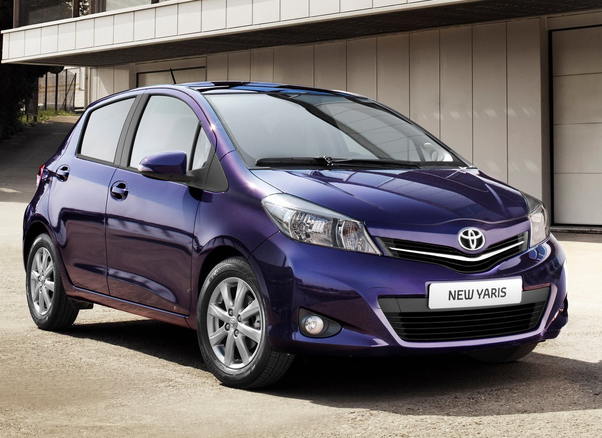 first toyota yaris rolls off production line autoevolution. Black Bedroom Furniture Sets. Home Design Ideas