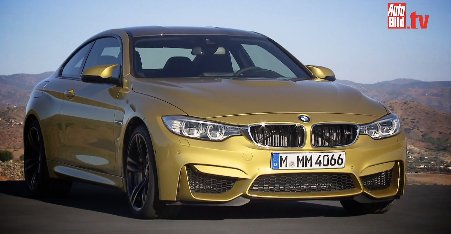 first video of 2014 bmw m3 and m4 reveals specs autoevolution. Black Bedroom Furniture Sets. Home Design Ideas