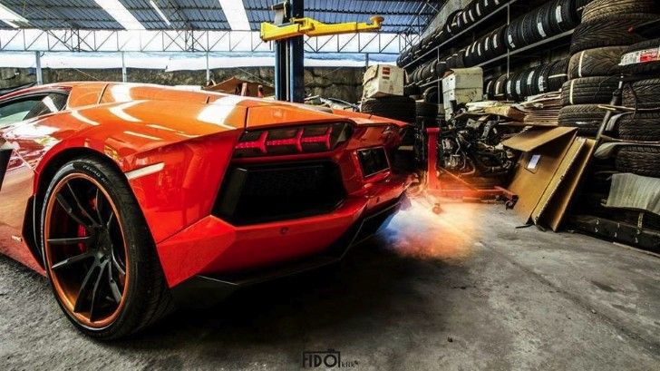 Flaming Lamborghini Aventador Exhaust: How Supercars Should Burn