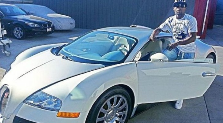 "Floyd Mayweather: ""About to Take My Bugatti Veyron Out for a Spin"""