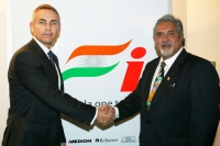 Vijay Mallya shakes hands with McLaren CEO Martin Whitmarsh