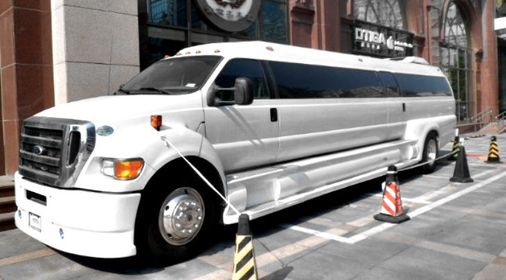 Ford Limousine Ford F650 Limousine Photo