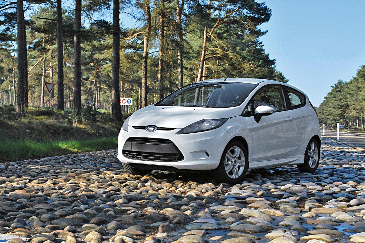 ford fiesta coupe in the works is this the new puma autoevolution. Black Bedroom Furniture Sets. Home Design Ideas