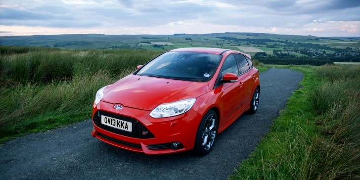 Ford Focus ST, Electric Recalled Over Headlight Issue