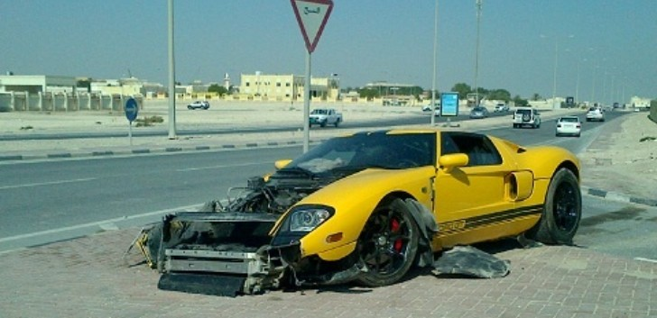 Ford GT Crash in Qatar is Depressing