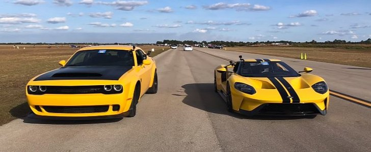 Ford GT Drag Races Dodge Demon, The Struggle Is Desperate