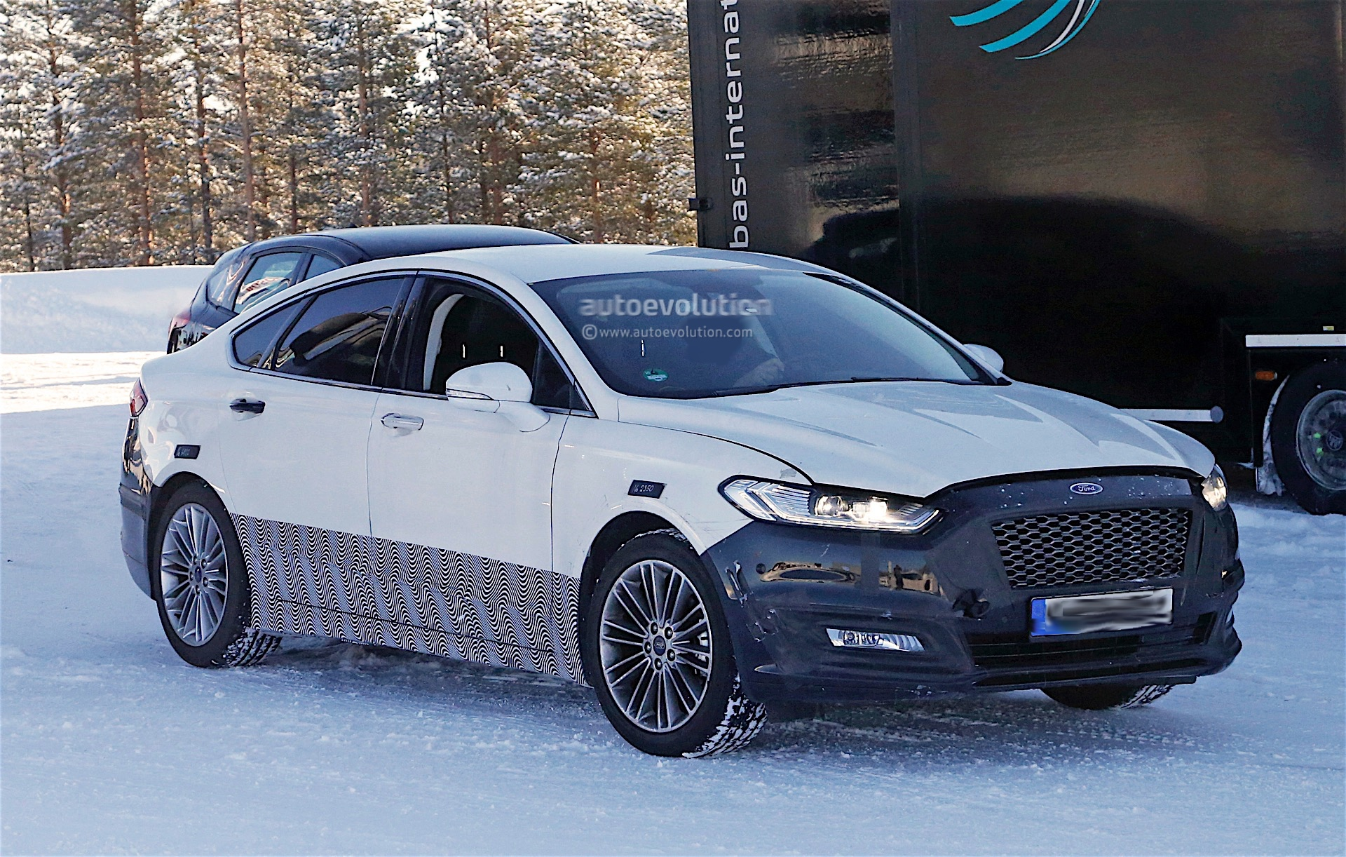 2017 Ford Mondeo Facelift Spyshots Reveal Refreshed Lights and Bumpers ...