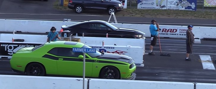 Ford Mustang GT Drag Races Challenger R/T Scat Pack, The Struggle Is Desperate