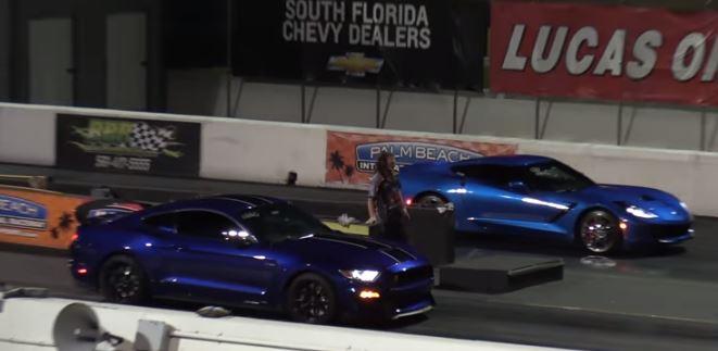5 Photos Ford Mustang Shelby Gt350 Vs Chevrolet Corvette
