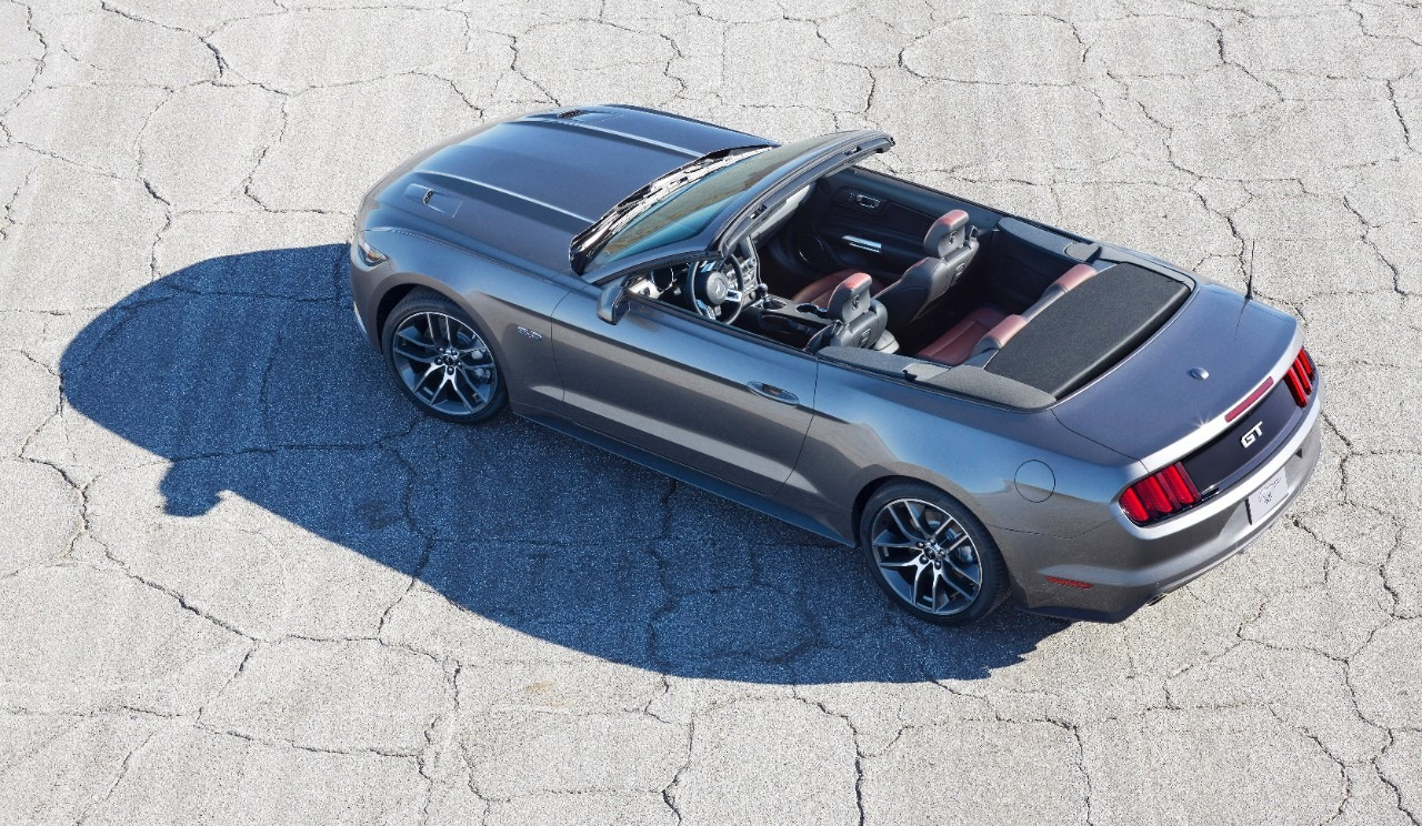 ford talks 2015 mustang convertible design features. Black Bedroom Furniture Sets. Home Design Ideas
