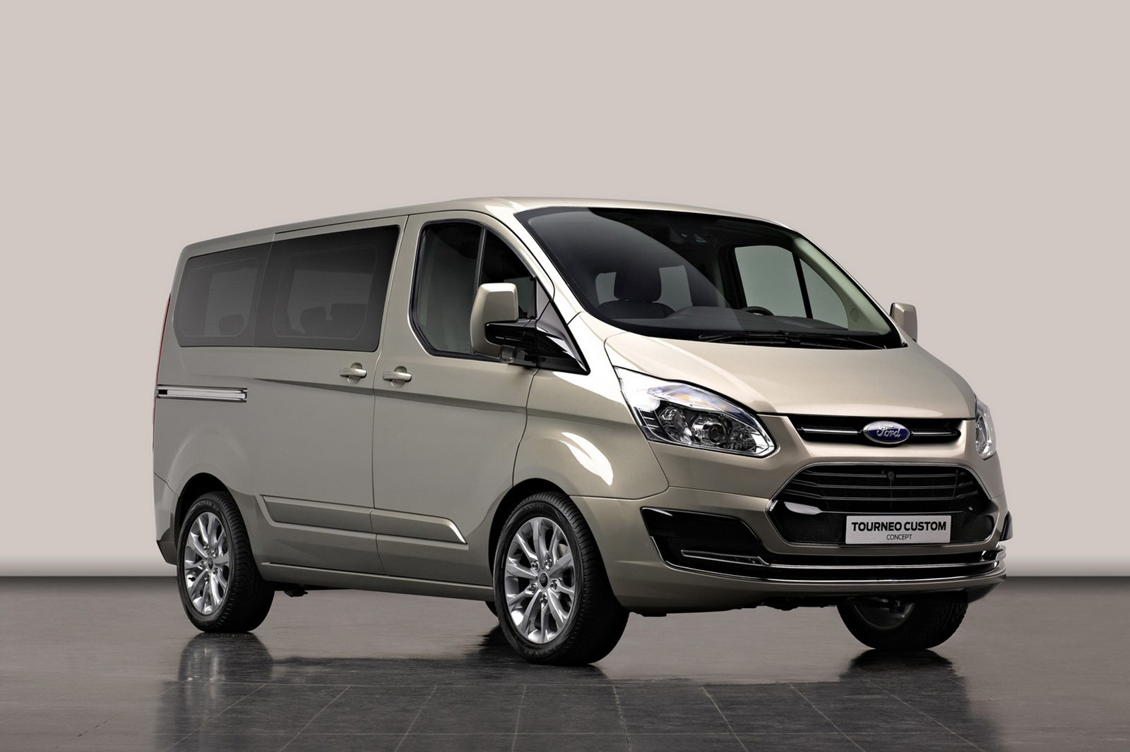 ford tourneo van concept has transit body and focus face. Black Bedroom Furniture Sets. Home Design Ideas