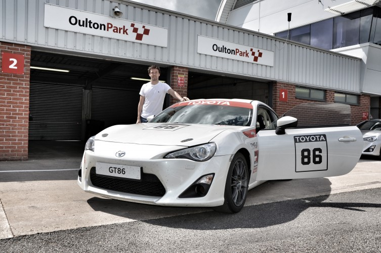 f1 test driver takes the toyota gt86 cs v3 for a spin finds it 39 good fun 39 autoevolution. Black Bedroom Furniture Sets. Home Design Ideas