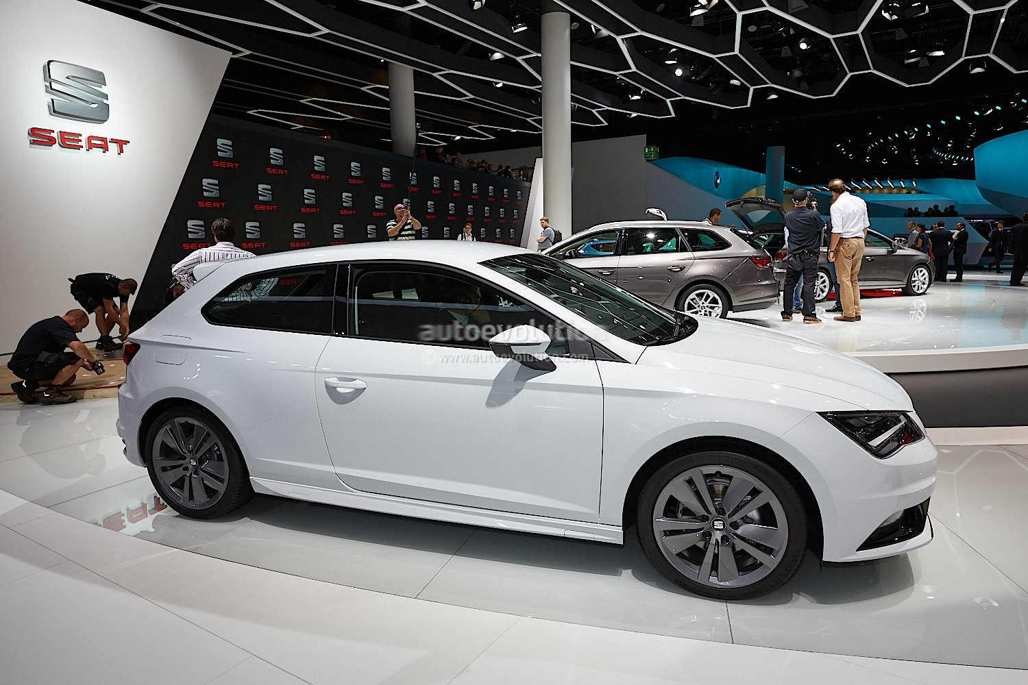 frankfurt 2013 seat leon sc fr 1 8 tsi live photos. Black Bedroom Furniture Sets. Home Design Ideas
