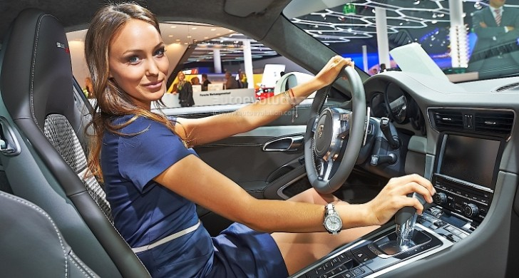Frankfurt 2013: Sexy Girl Makes 911 50th Edition Look Good [Live Photos]