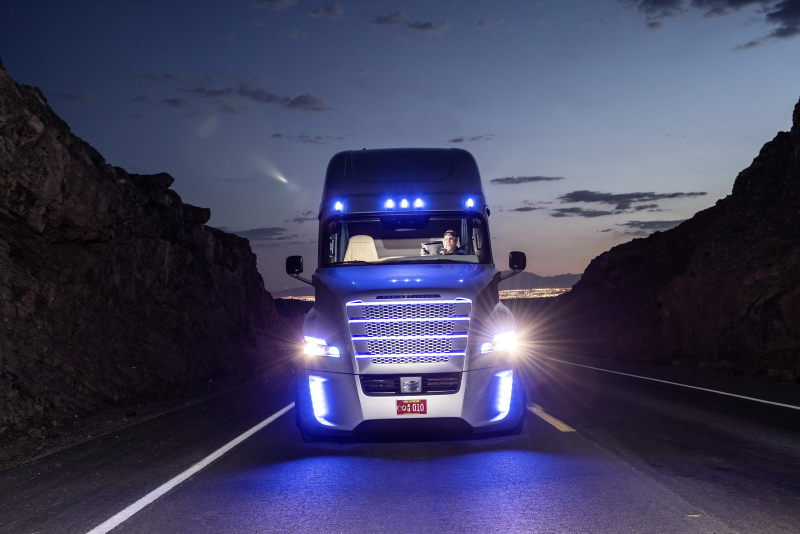 Freightliner Inspiration Truck Can Now Self Drive Itself