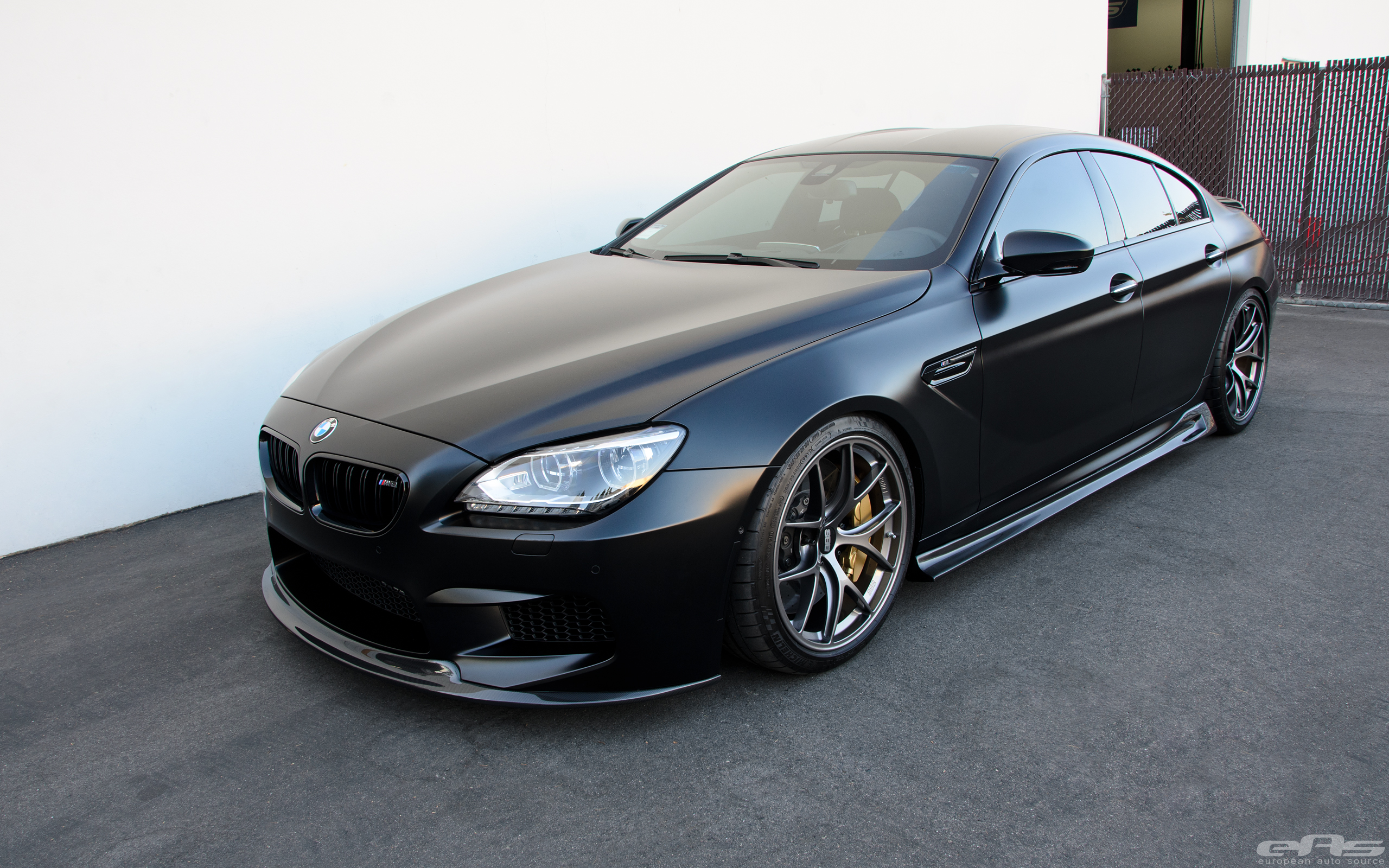 frozen black bmw m6 gran coupe is breathtaking autoevolution. Black Bedroom Furniture Sets. Home Design Ideas