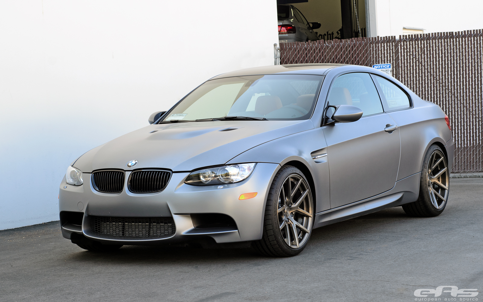 frozen silver bmw e92 m3 with rust brown leather looks good autoevolution. Black Bedroom Furniture Sets. Home Design Ideas