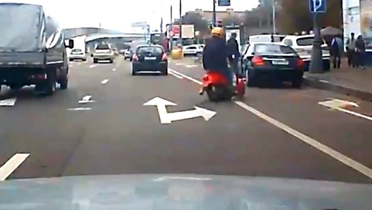 Funny Scooter Rider Shows What Lolriding Is Really About [Video]