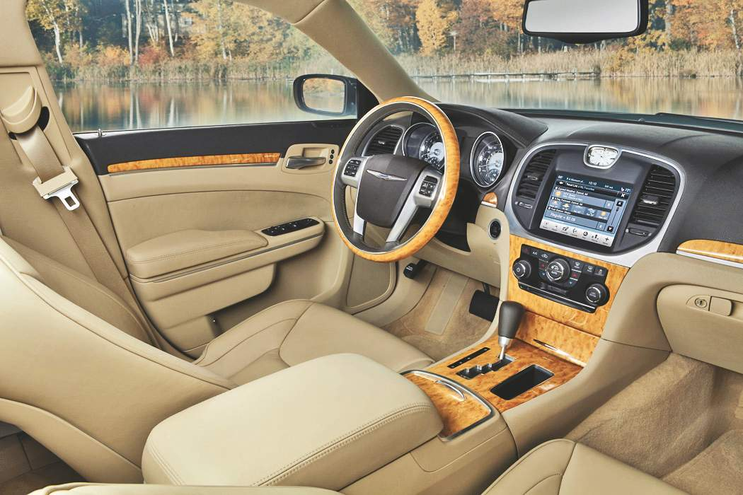 Future chrysler 300c interior revealed autoevolution for Future interieur