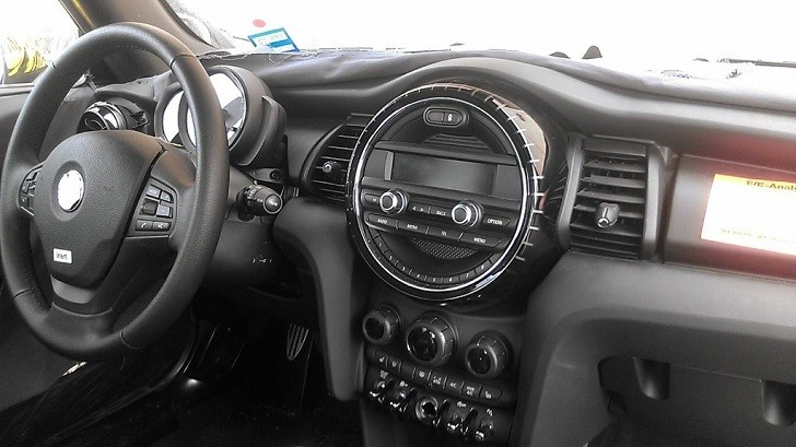 2014 Mini Cooper Ditches the Center Speedo