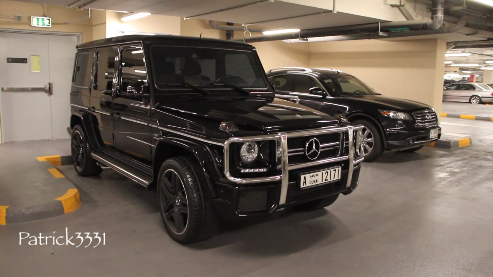 g 63 amg in piano black spotted in dubai autoevolution. Black Bedroom Furniture Sets. Home Design Ideas