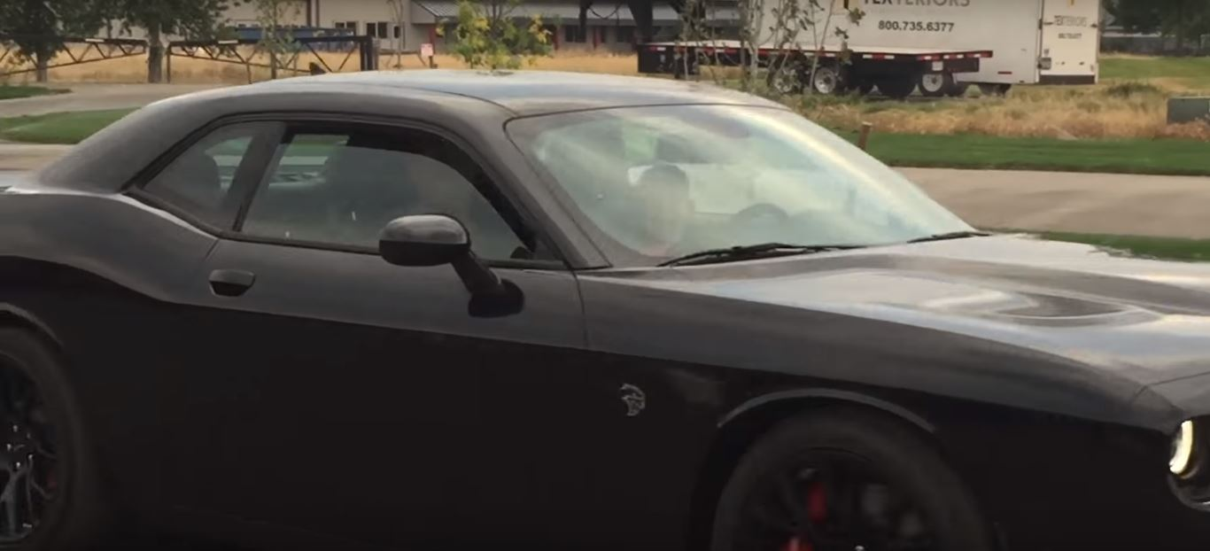 10 Year Old Kid Nails Dodge Challenger Hellcat Burnouts Autoevolution