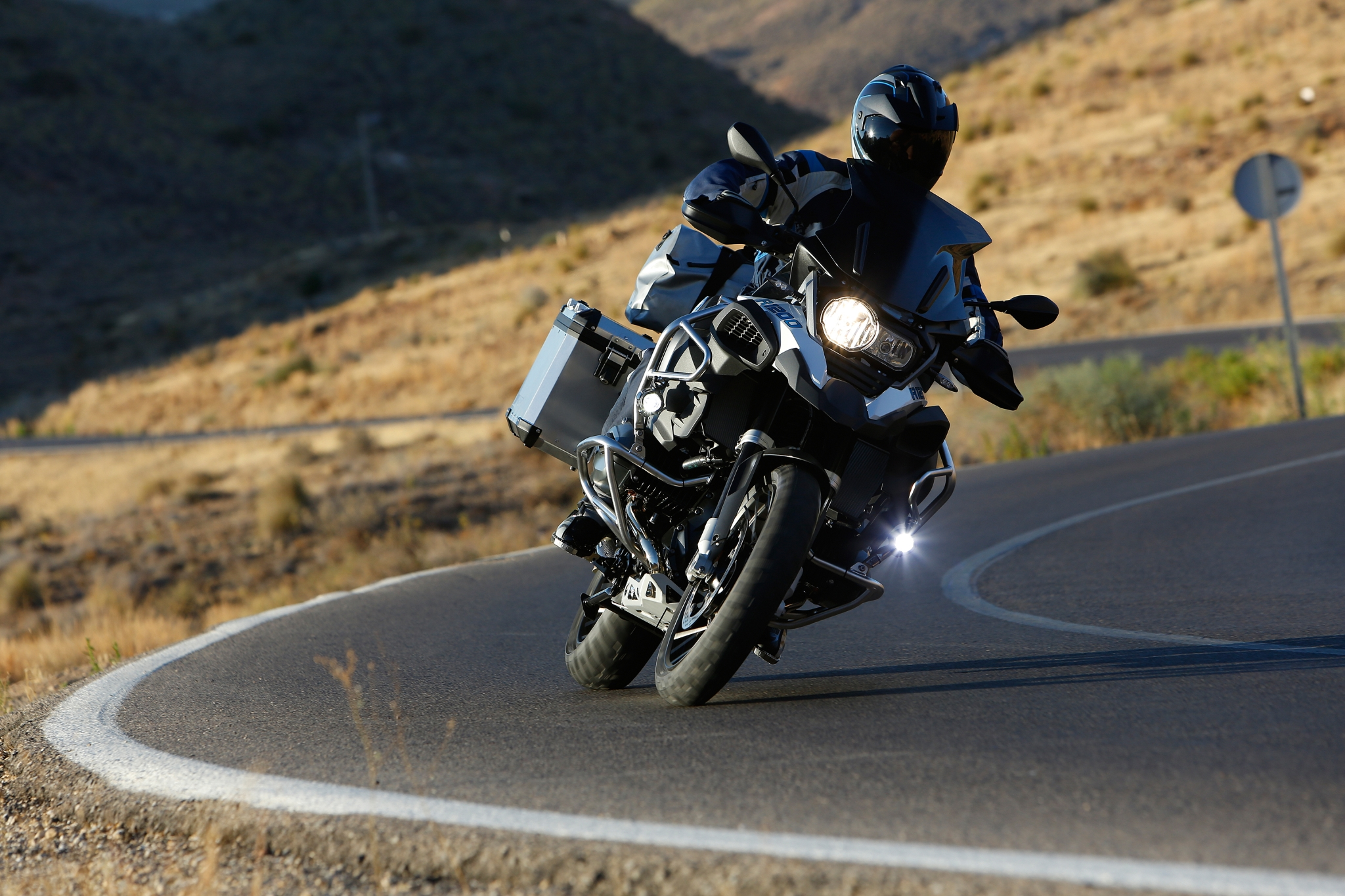 100 Pictures Of The 2014 Bmw R1200gs Adventure Autoevolution