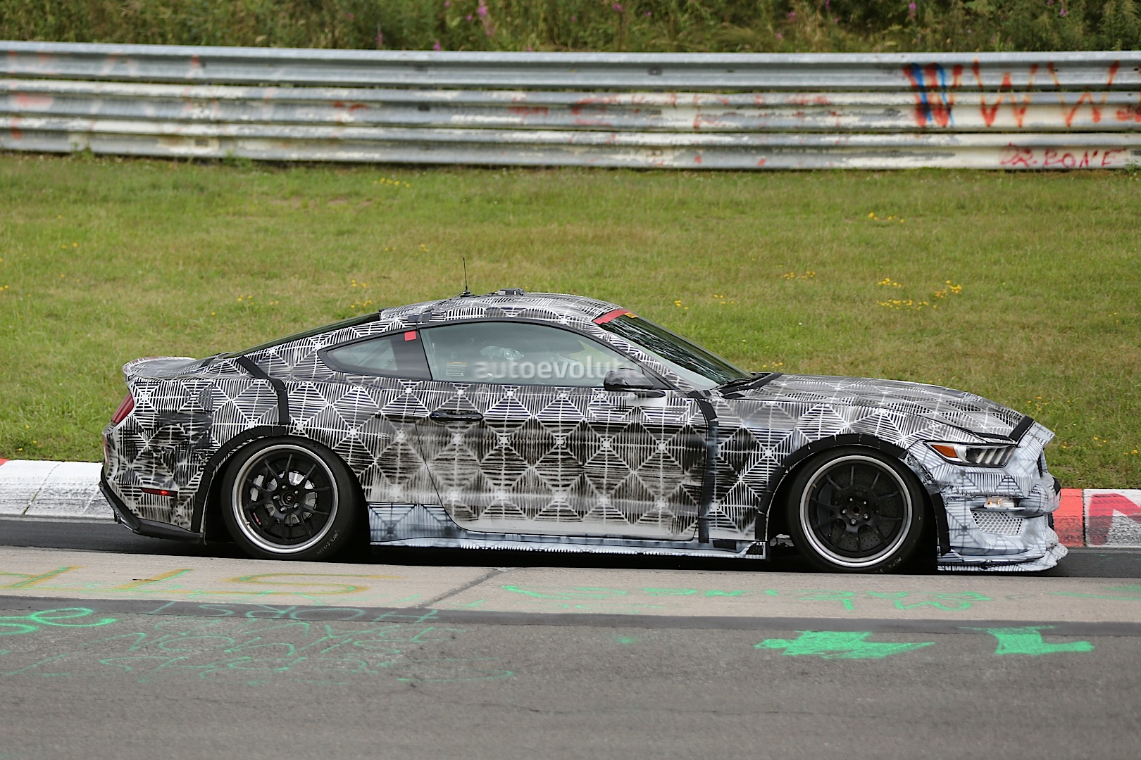 2016 Ford Mustang Shelby Gt350 Spied Wearing Less Disguise Photo Gallery 1080P 5