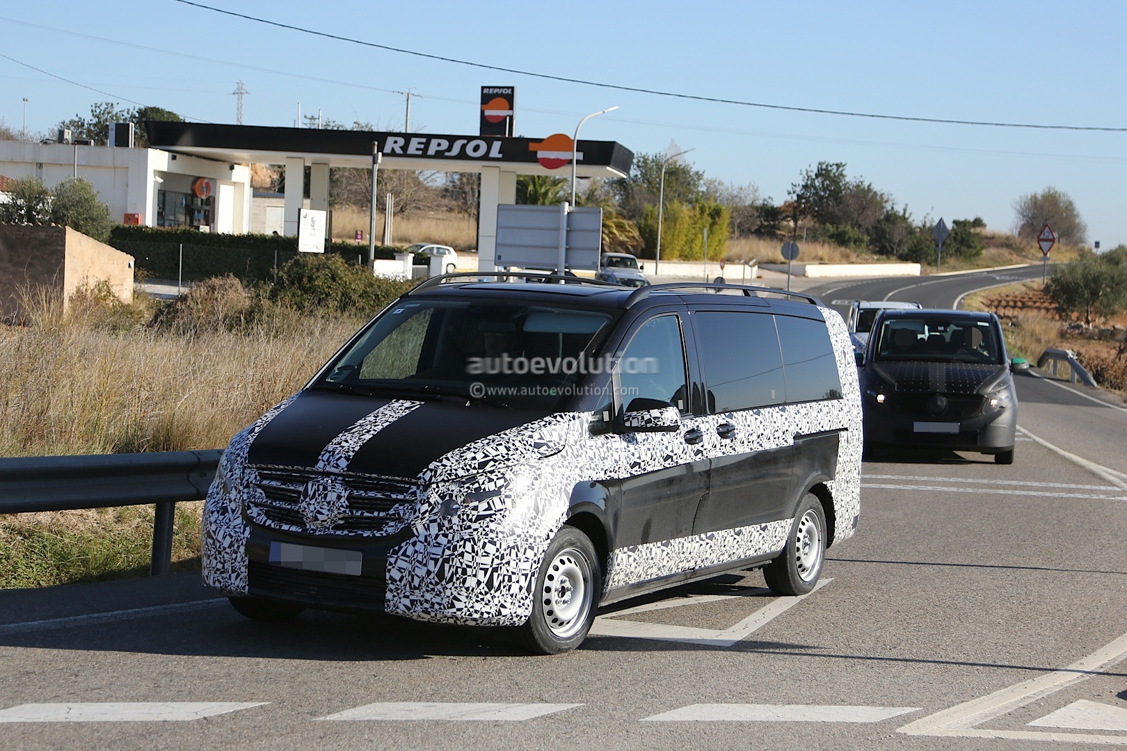 2014 - [Mercedes] Classe V/Vito - Page 4 Herd-of-2015-mercedes-benz-v-class-prototypes-caught-in-the-open-photo-gallery-1080p-1