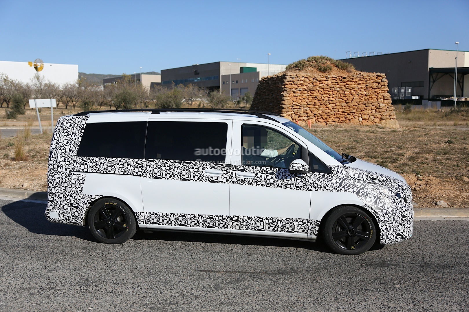 2014 - [Mercedes] Classe V/Vito - Page 4 Herd-of-2015-mercedes-benz-v-class-prototypes-caught-in-the-open-photo-gallery-1080p-11