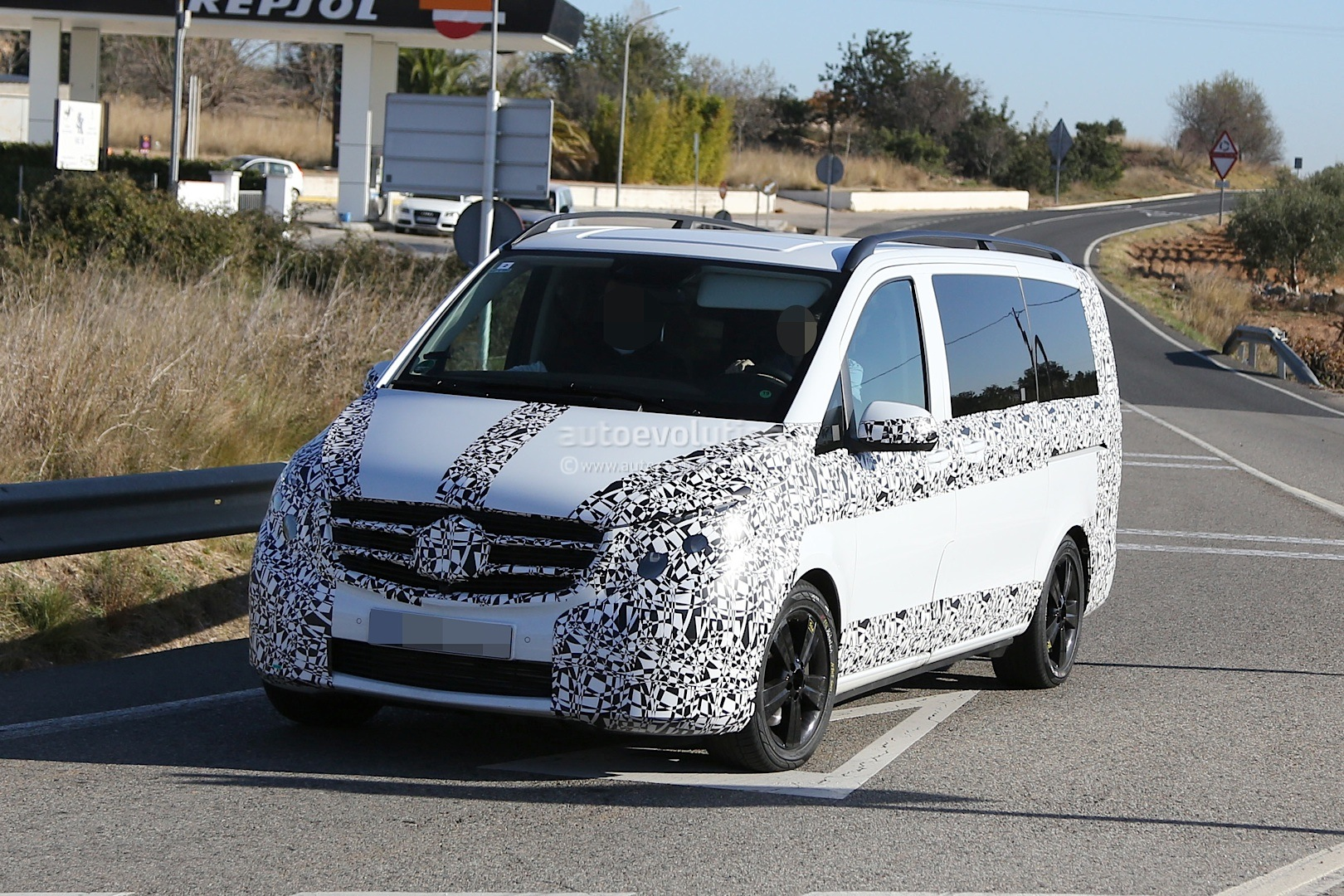 2014 - [Mercedes] Classe V/Vito - Page 4 Herd-of-2015-mercedes-benz-v-class-prototypes-caught-in-the-open-photo-gallery-1080p-2